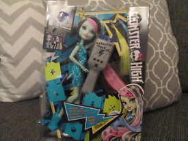 BNIB - MONSTER HIGH DOLL (FRANKIE STEIN) WITH HAIR ACCESSORIES - XMAS GIFT?