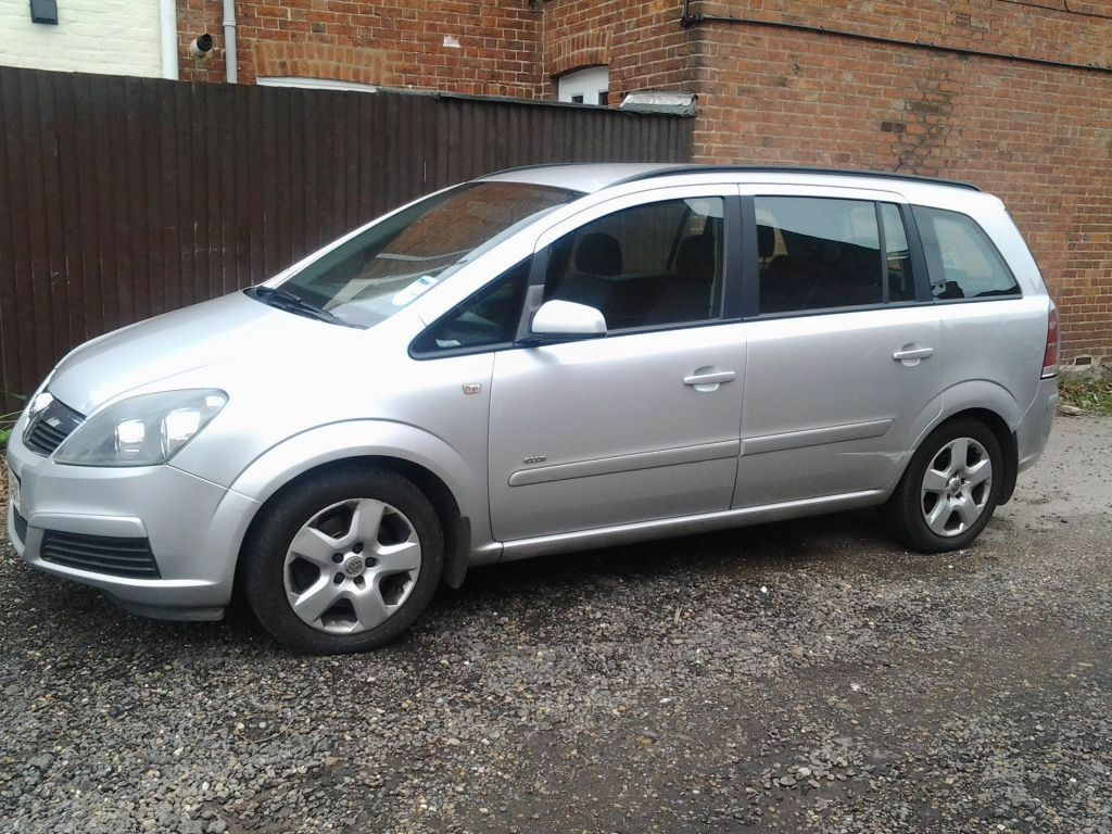 vauxhall zafira 2007 silver 7 seats diesel automatic low mileage great family car in. Black Bedroom Furniture Sets. Home Design Ideas