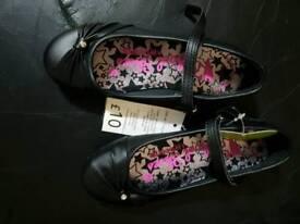 School shoes uk 13/32