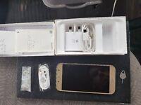 Samsung galaxy A5 in gold