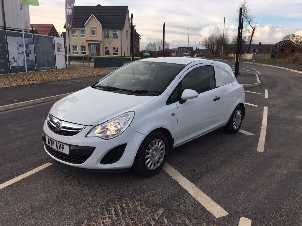 vauxhall corsa 1 3 cdti van 2011 mot 2017 low mileage only 33 000 1 former keeper white. Black Bedroom Furniture Sets. Home Design Ideas