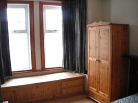Large Double Room to rent in shared house in Kingsholm £360 pcm