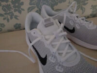 NEW NIKE TRAINERS Size 8 ... £20