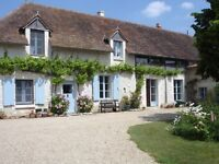 Large house for sale in mid France - Richelieu - 6 bedrooms 5 bathrooms/shower rooms + swimming pool