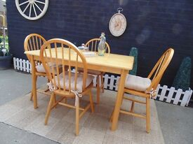 SOLID PINE DINING TABLE WITH 4 SOLID PINE CHAIRS CHAIRS CUSHIONS INCLUDED VERY SOLID SET