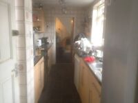 1 rooms in a three bedroom house very near jubilee campus and city