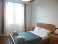 Beautiful double room at the bottom of Royal Mile