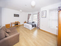 3 Large Double Rooms to rent in Wellesley Avenue, All Bills Included!!! 5 Minutes from Queens!