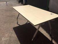 Call centre desks - Rectangular modern desks - Height adjustable desks.