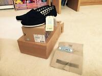 2 x pairs men's Toms canvas shoes BNIB