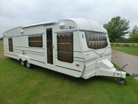 2000 Roma 822 Twin Axle Caravan with Rear Shower