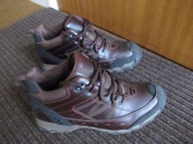 MEN'S WALKING BOOTS – Excellent condition