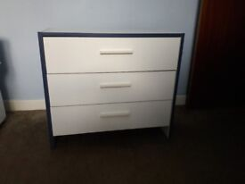 Child's chest of drawers