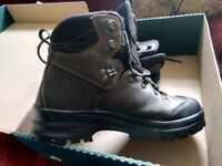 Men's aigle laforse walking boots 7 1/2 only worn a few times