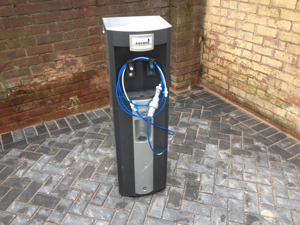 Commercial cooler water dispenser