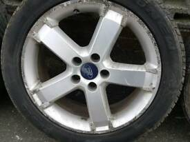 pair of Ford focus 17 inch alloys 205 50 17 tyres