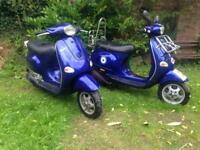 2 x Vespa ET4 Scooters. 125cc