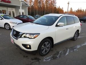 2017 Nissan Pathfinder SL AWD, LEATHER, LOADED!