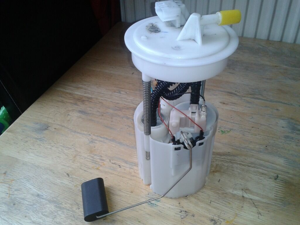 Fuel Pump For 2004 Nissan Almera Tino 16 In Ladbroke Grove System