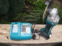 Makita DGA452 18V Grinder with 3.0ah Li Ion Battery & Charger! Retail £199! Great Condition!