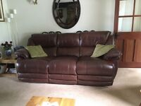 2 and 3 seater brown leather sofa's excellent condition