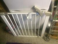safety gate requires no drilling or screws easy fit bargain £15
