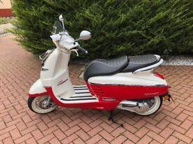 Immaculate Peugot Django Evasion 125cc scooter 2016