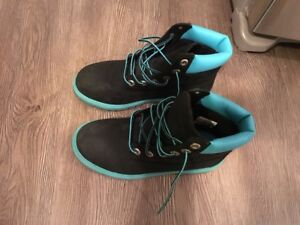 Unisex timberland youth  boots size 4