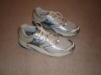 """BROOKS """"The Beast"""" Pearl White/Silver Trainers/Running Shoes (As new) – Size 9-£20 ono"""