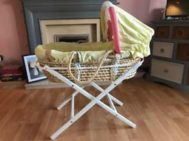 Mama & Papas Moses basket with stand