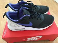 Nike Air Tavas Size 8.5