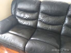 Bonded leather 3 seater recliner in black.