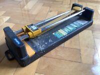 Manual tile cutter