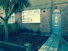 Fully Furnished 2 Bedroom Ground Floor Flat with Front and Rear Garden in Tottenham