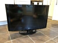 "32"" LCD LG TV"