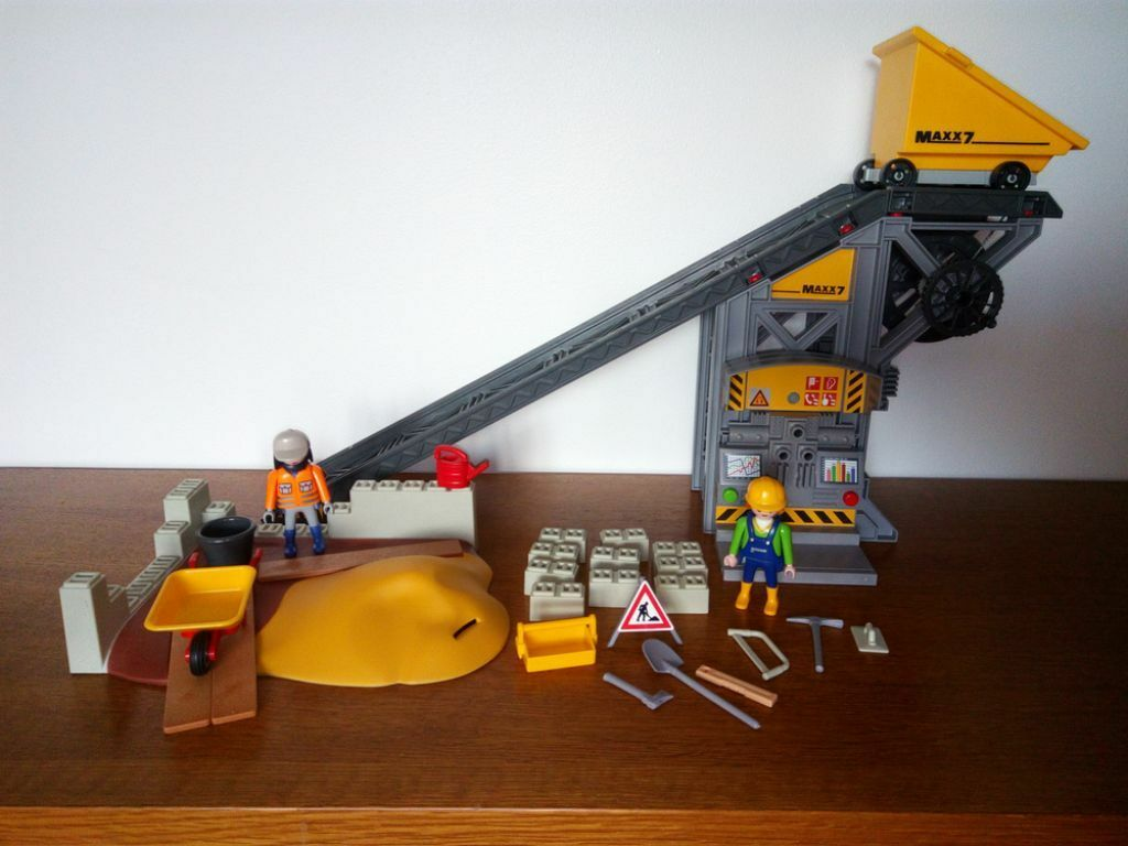Conveyor Belt Cat Toy