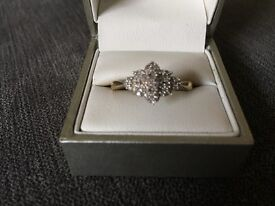 Beautiful diamond cluster gold ring, size S