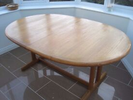 Retro 90's teak oval dining room table extendable to 2.5 mtrs!