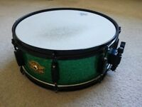 Snare Drum in Green Sparkle by PEACE (DNA pro-series) Excellent condition with Remo heads