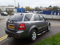 57 PLATE KIA SORENTO XE AUTOMATIC 4X4 ONLY 64K MILEAGE VERY CLEAN CAR COME WITH 12 MONTHS MOT