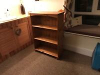 Solid pine bookcase with 3 shelves in excellent condition.