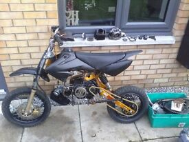 Pitbike 125cc with plastics and parts