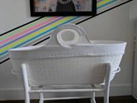 Modern moba Moses basket plus accessories