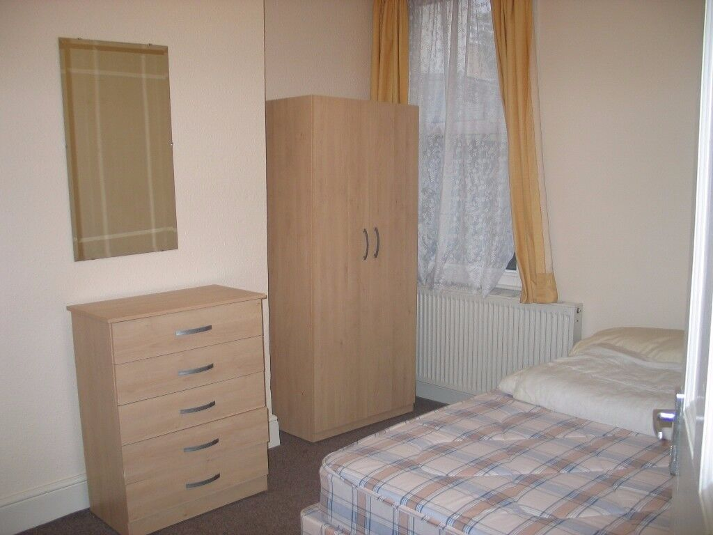 Double Room, All Bills Included! Available 11/11 !