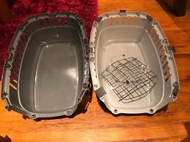 2 x Plastic pet carriers for cats, rabbits or small dogs