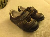 Size 4.5 F Clarks Brown Shoes
