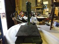 VICTORIAN POST OFFICE SCALES WITH ORIGINAL WEIGHTS MADE OF SOLID HEAVY CAST IRON GOOD CONDITION £70