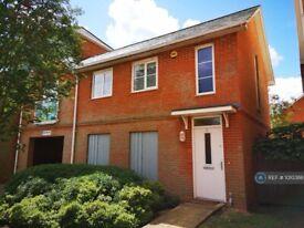 2 bedroom flat in Reynolds Avenue, Redhill, RH1 (2 bed) (#1010388)