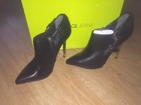 Women's Versace designer shoes /boot NEW size 5