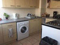 🎈🎃🎄 shared room to rent elephant and castle se17, suits for a male available NOW ON